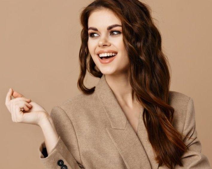 Vêtements basiques : Banals ou indispensables à la garde-robe ?